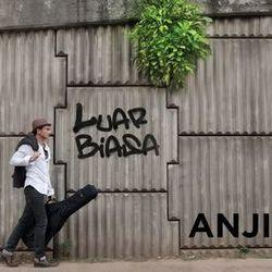 Anji chords for Luar biasa